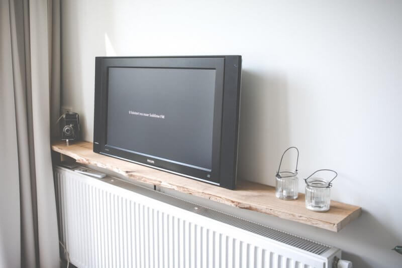 Beautiful budget home 15 ilse wolf the devil wears wibra - Muur plank onder tv ...